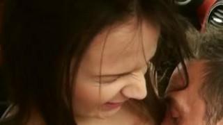 Bisikleti Bozulan Gencecik Kızımıza Bakın Ne Yapıyorlar Türkçe Altyazılı 720p HD izle