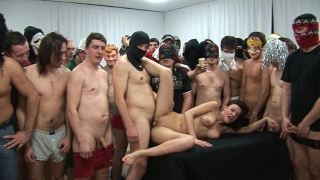 Czech Gangbang 6 BGY Üyeleri Körpe Kıza Birlikte Dalıyor Türkçe Altyazılı