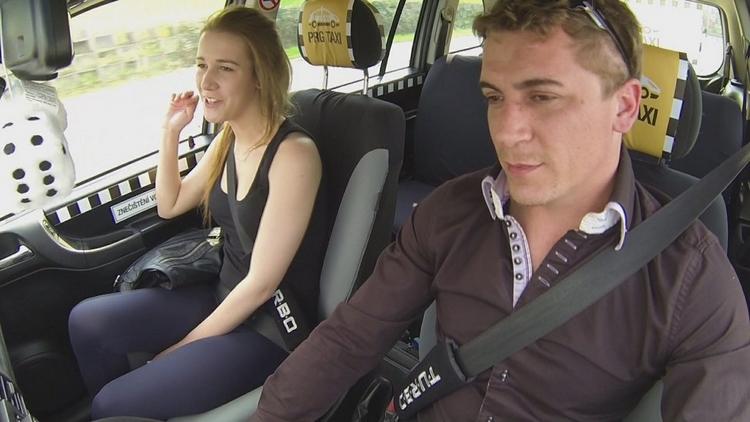 Czech Taxi 1 İşten Çıkan Kadını Ayartıp Sikti Türkçe Altyazılı