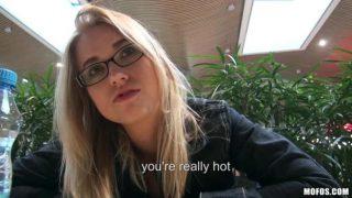 PublicPickUps Violette Kendine Hediye Aldırmak İçin AVMde Soyunuyor Türkçe Altyazılı Porno