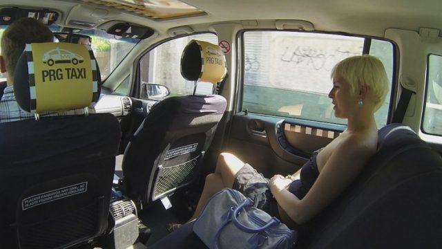 Czech Taxi 9 Taksici Eleman Sarışın Müşterisini İkna Edip Çatır Çutur Sikiyor Türkçe Altyazılı Porno