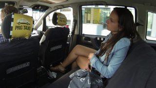 Czech Taxi 11 Taksici At Gibi Hatunu Dikizlerken Yakalanıyor ve Zorla Sikiyor Türkçe Altyazılı Porno