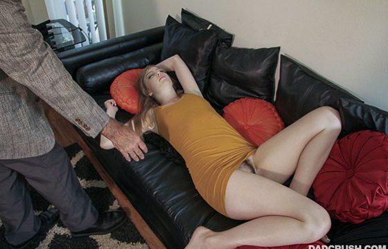 DadCrush Babasına Saygısızlık Yapan Dolly Yarrağı Götüne Yiyince Kedi Gibi Oluyor Türkçe Altyazılı Porno
