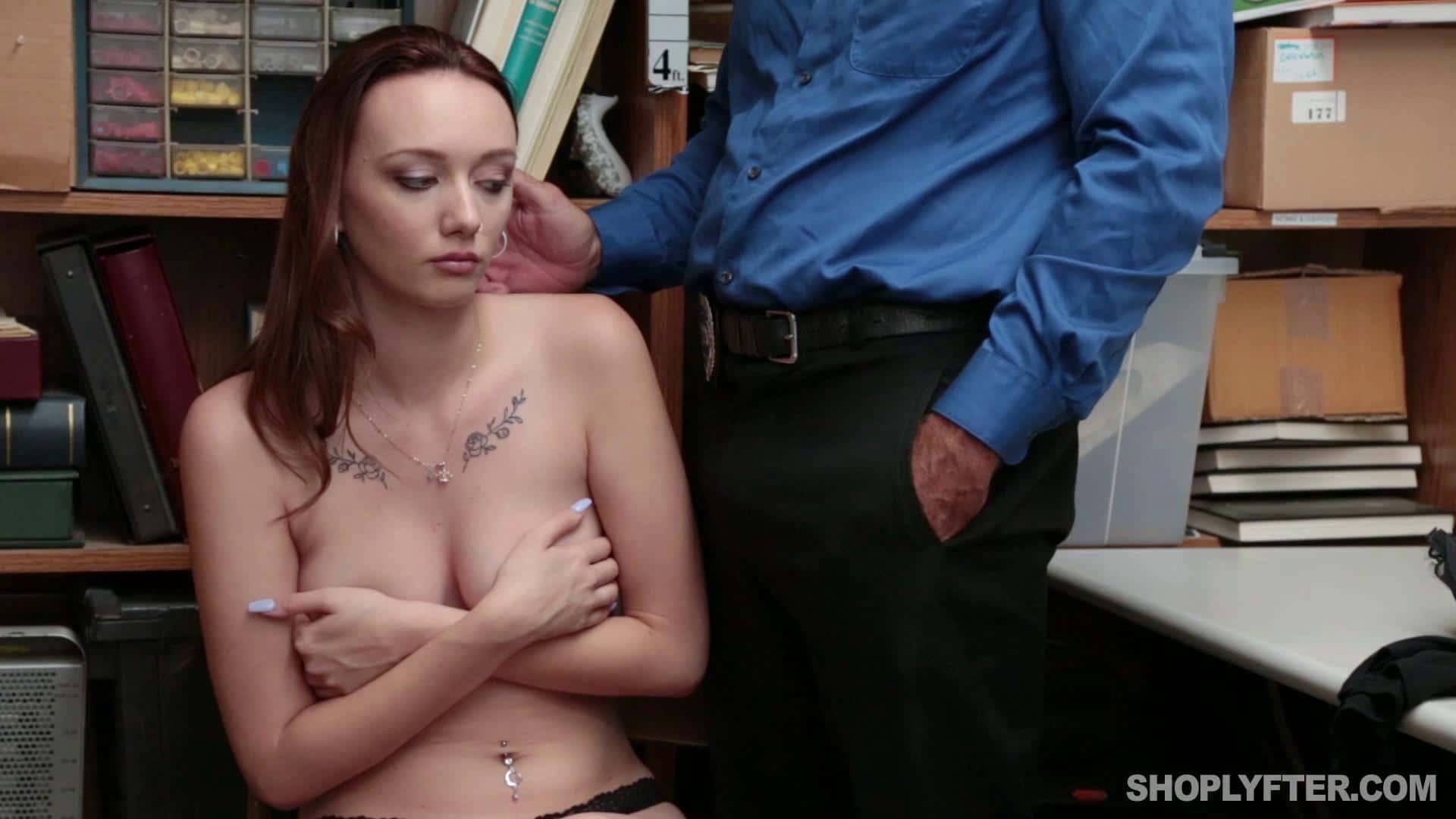 Shoplyfter Tanga Çalan Avery'i Güvenlik Yakaladığı Gibi Sikiyor Türkçe Altyazılı Porno