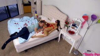 MyFamilyPies Sevgilisi İçin Hazırlanan Tarayı Üveykardeşi Sikiyor Türkçe Altyazılı Porno