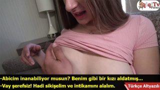 Aldatılan liseli kardeşimi teselli ettim Türkçe Altyazılı Porno