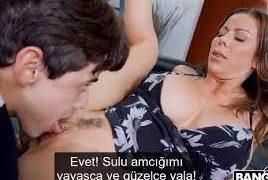 Annesi Azınca Oğlunu Sikiş İçin Kulanan Üvey Anne Porno Hikayesi